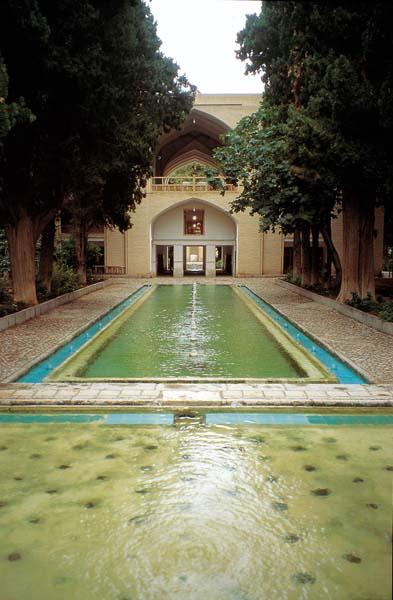 Giardini e paesaggio vol 15 il giardino islamico for Vasca giardino